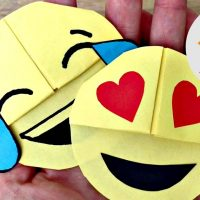 Easy Emoji DIY Bookmark Corners (Paper Crafts)